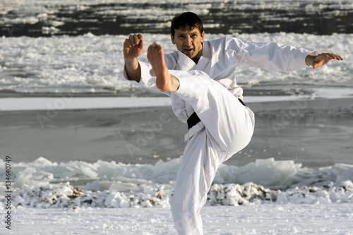 Keuken foto achterwand Vechtsport martial arts in snow