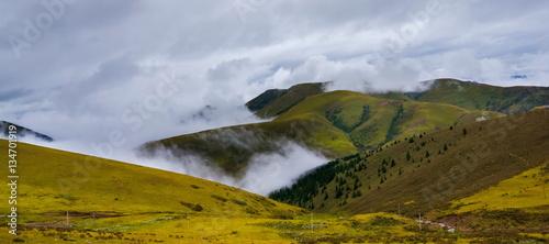Foto auf Gartenposter Gebirge Great view of the alpine valley that glowing