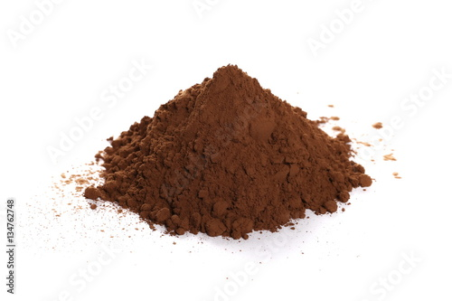 Fotografía  pile cocoa powder isolated on white background