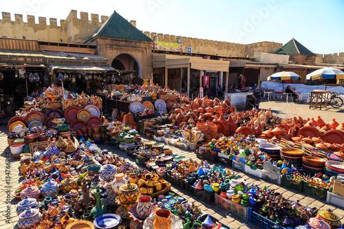 Canvas-taulu Colorful ceramic souvenirs in a shop in Morocco Meknes