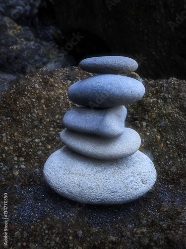 zen-kamienie-stos-kamieni