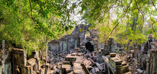 Poster Ruine Prasat Beng Mealea in Angkor Complex, Siem Reap, Cambodia. It is largely unrestored, old trees and brush growing amidst towers and many of its stones lying in great heaps. Ancient Khmer architecture.