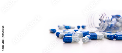 Fotografia  Pile of scattered capsules on a white background