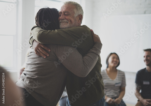 Canvas Print Old guy consoling a woman with a hug