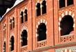 Verzierte Backsteinfassade von Las Arenas, der Stierkampfarena von Barcelona