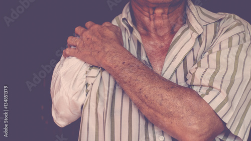 Valokuva  Asia elderly man with one arm and arm prosthetic