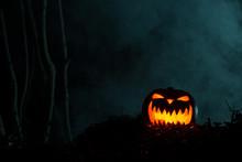 Horrifying Glowing Jack-o-Lantern In The Dark