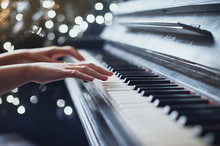 The Girl Plays Piano, Close Up...