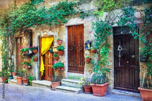urocze-kwieciste-uliczki-sredniowiecznych-miast-wloch-pitigliano-wlochy-artystyczny