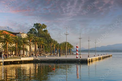 In de dag Winter evening. Embankment of Tivat city, Montenegro