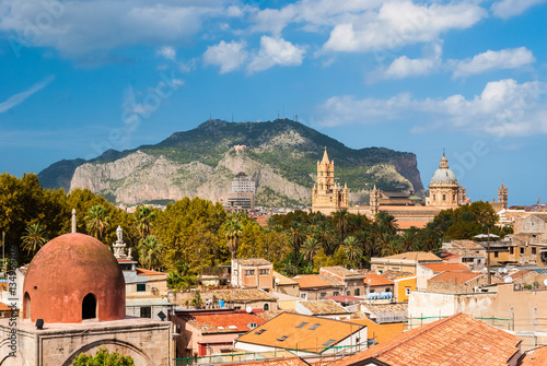 Foto auf Gartenposter Palermo Panoramic view of Palermo with its cathedral and Monte Pellegrino in the background
