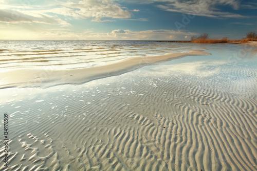 Carta da parati low tide on the big lake beach
