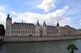 Fototapeta Fototapety Paryż - Nadbrzeże Sekwany i Conciergerie w Paryżu/The banks of the Seine river and Castle Conciergerie in Paris, France