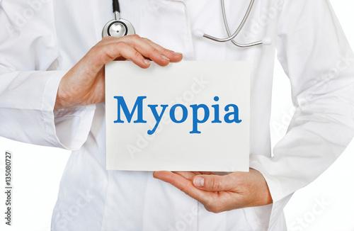 Fotografía  Myopia card in hands of Medical Doctor