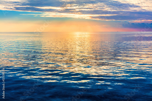 Staande foto Zee / Oceaan Calm ocean at sunset. Dramatic sky