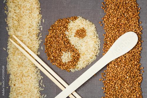 Plakat Gryka i ryż w kształcie yin-yang