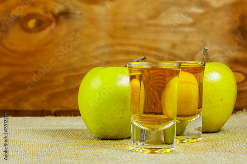Photo  Two cider glasses  and green apples