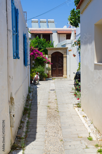 Poster Smal steegje White narrow street of Koskinou, Rhodes, Greece