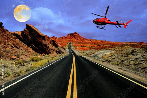 Plakat Wycieczka helikopterem nad pustynną drogą z pełni księżyca
