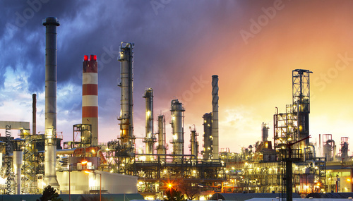 Staande foto Industrial geb. Oil Industry Refinery factory at Sunset, Petroleum, petrochemica