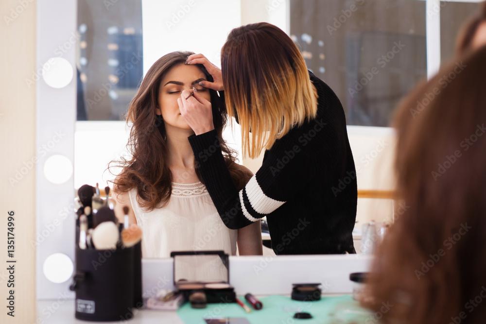 Fototapety, obrazy: make-up artist doing make-up girl in the salon, beauty concept