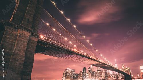 Fotobehang Brooklyn Bridge Brooklyn bridge and Manhattan skyline at night
