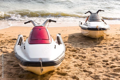 Poster Water Motor sporten Jet ski on the beach.