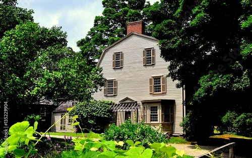 Photo  Concord, Massachusetts - July 9, 2013:  1770 Olde Manse and gardens in Minuteman