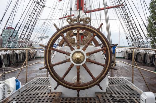 Tuinposter Schip Wooden steering wheel of the sailboat.