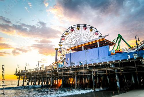 Poster Attraction parc Santa Monica pier at sunset