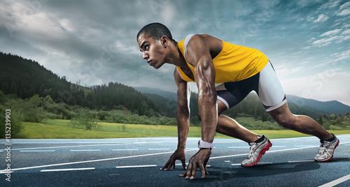 biegacz-w-zoltej-koszulce-na-starcie