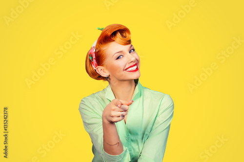 Tela  portrait of a beautiful woman pinup retro style pointing at you smiling laughing