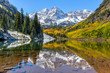canvas print picture - Maroon Bells and Maroon Lake - A wide-angle autumn midday view of snow coated Maroon Bells reflecting in crystal clear Maroon Lake, Aspen, Colorado, USA.