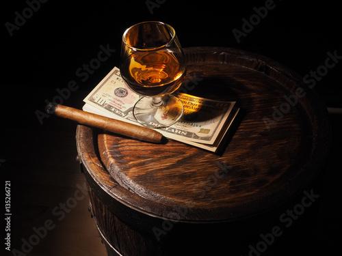 koniak-cygaro-i-dolarow-na-starej-debowej-beczce