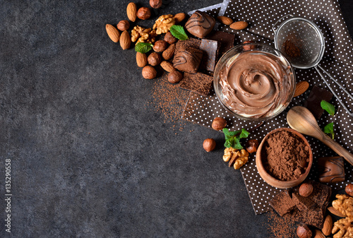 Poster Dessert Black food background with cocoa, nuts and chocolate paste.