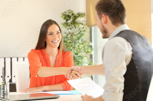 Fotografía  Employee and boss handshaking after a job interview