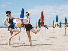 Pin Up Retro Sur La Plage