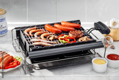 Papiers peints Grill, Barbecue electric barbecue with fish and meat