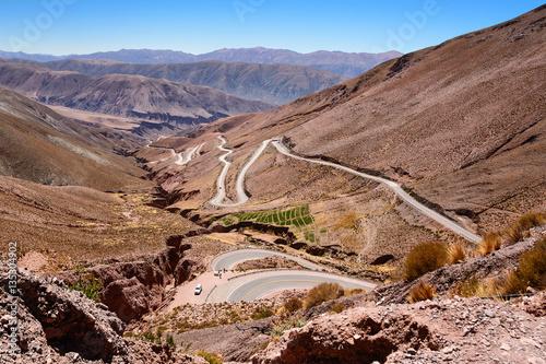 Fotografia  Curves of ruta 52 from Purmamarca to Salinas Grandes