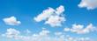canvas print picture - Blauer Himmel mit weissen einzelnen Wolken