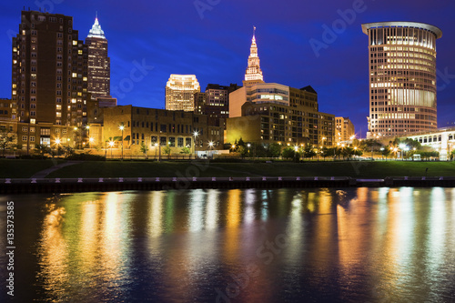 Valokuva  Cleveland skyline at night