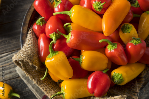 Fotografia Raw Organic Mini Sweet Peppers