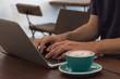 Travailler dans un café