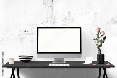 Romantisch Dekorierter Tisch Mit Monitor Und Blumen Buy This Stock
