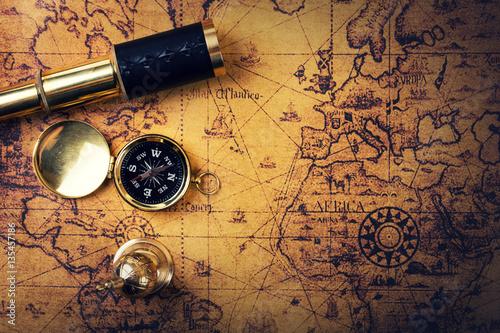 vintage-kompas-i-spyglass-na-m