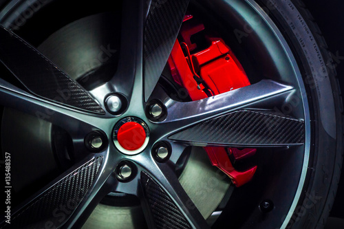 Fotografía  Closeup of an beautiful large Alloy wheel of luxury car with painted brake calli