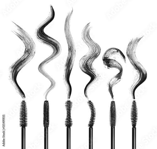 Valokuva  Set of various mascara brushes with strokes on white