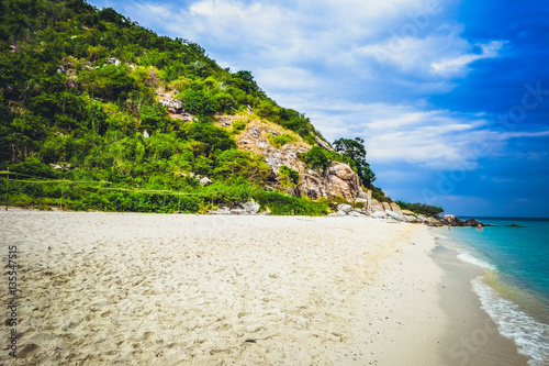 Foto op Plexiglas Caraïben The white sand on the beach of the Koh Rin island near the Pattaya, Thailand