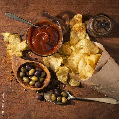 Fotografie, Obraz  patatine fritte con  ketchup e olive