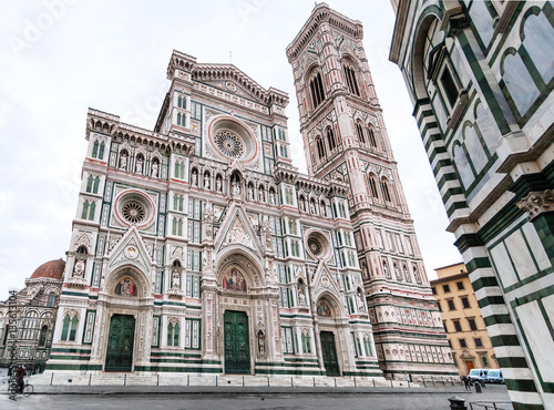 Cuadros en Lienzo view Florence Cathedral and campanile in morning